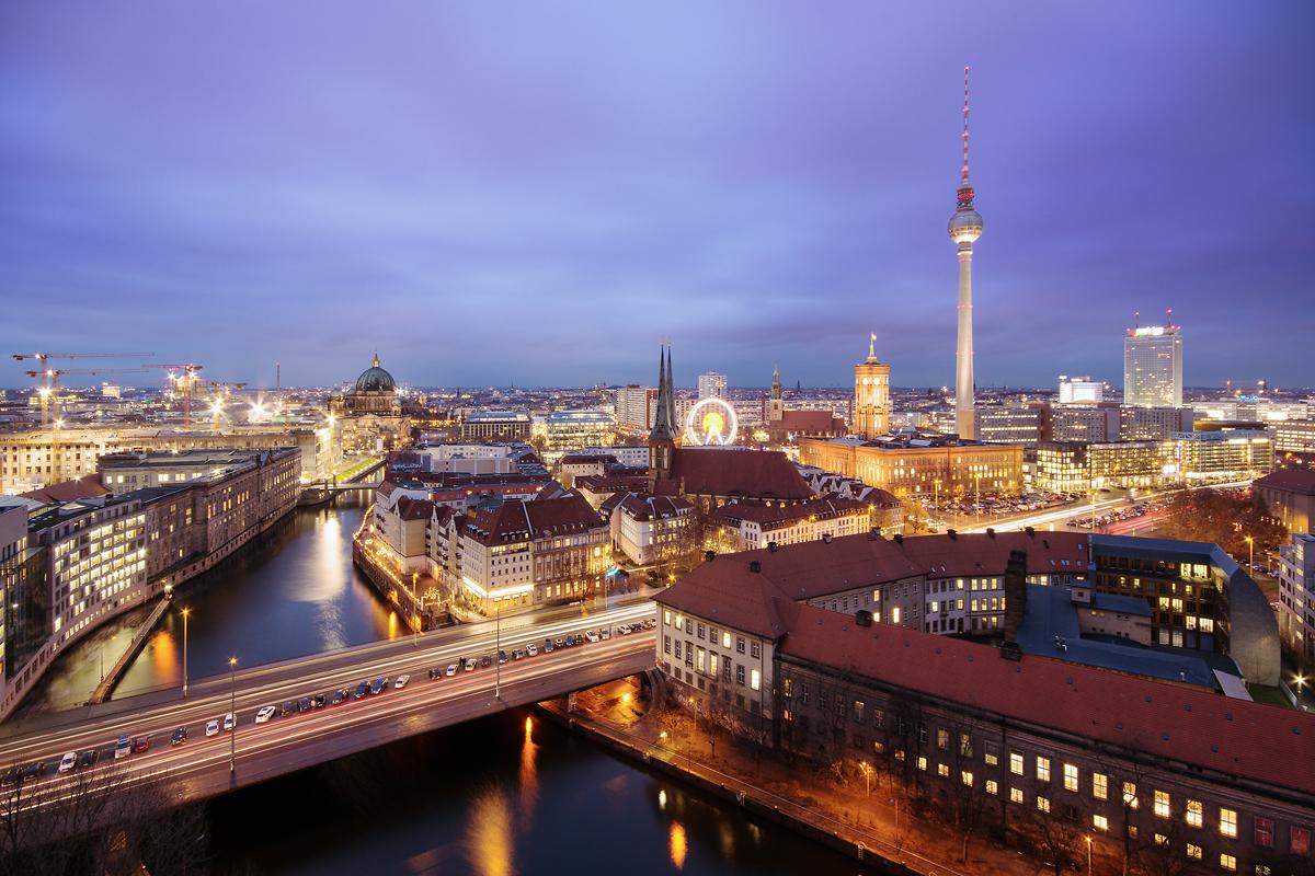 Berlin Panorama zur blauen Stunde
