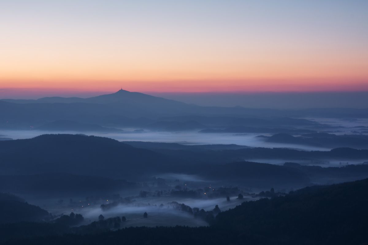 Jeschken vor Sonnenaufgang