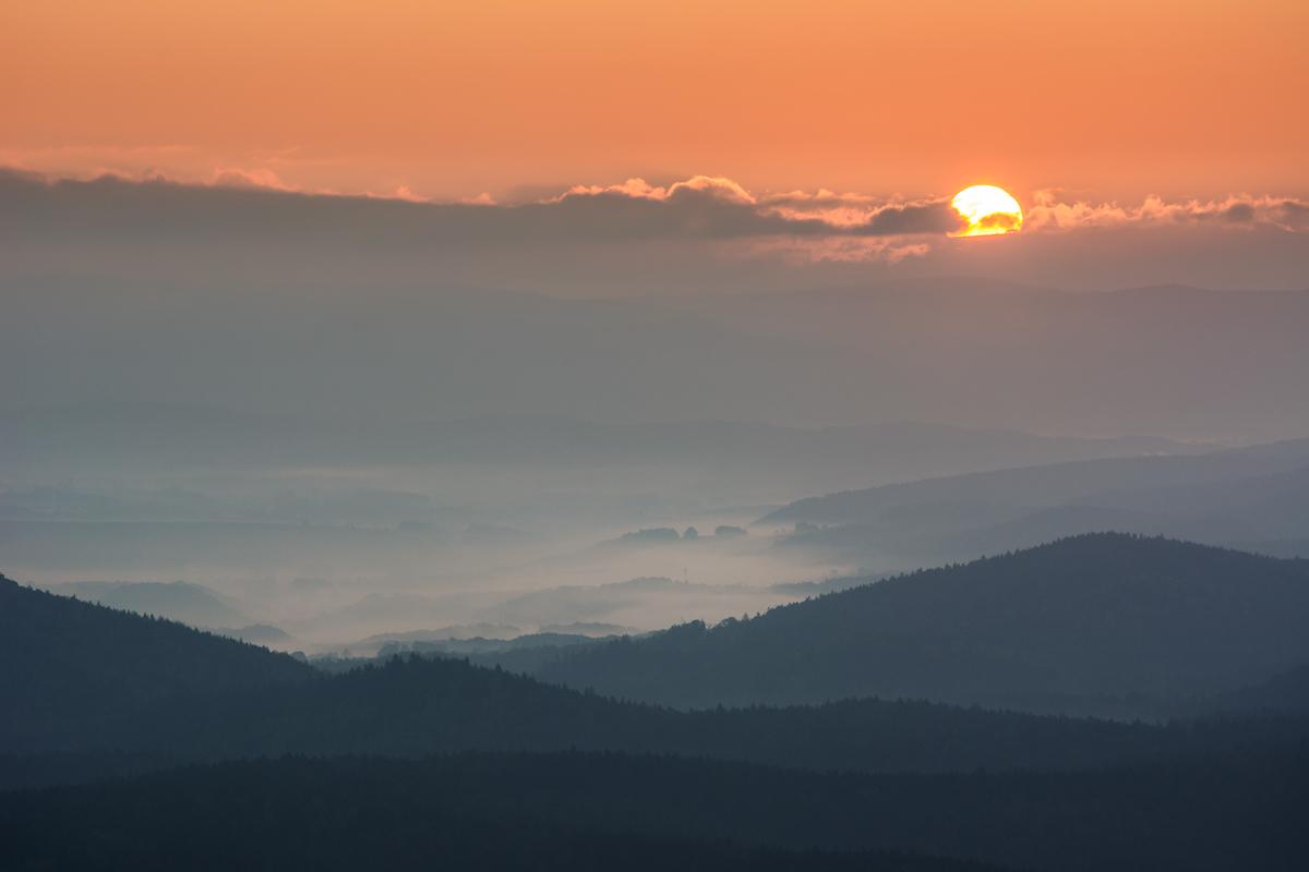 Sonnenaufgang über Nebel
